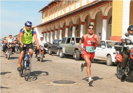Yucra-y-Mendoza-se-lucen-ante-los-fieles-en-Cotoca-