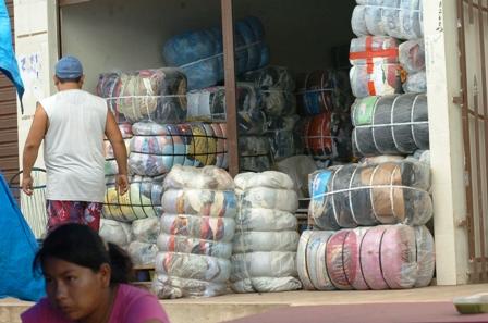 Aduana-destruye-74-toneladas-de-ropa-usada