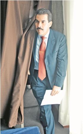 Buscado...-Manfred-Reyes-Villa-con-orden-de-captura-de-la-Interpol