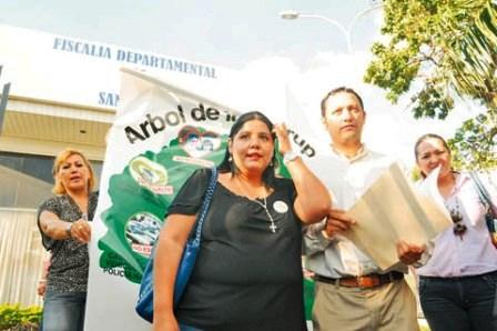 Parlamentarios-piden-a-la-Interpol-dejar-sin-efecto-la-orden-de-captura-de-Reyes-Villa-y-Cossio