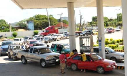 Colas-por-la-escasez--de-combustible-