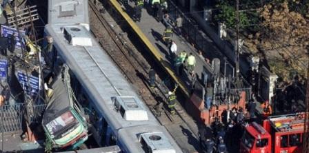Nueve-muertos-y-162-heridos-en-choque-de-trenes-y-autobus