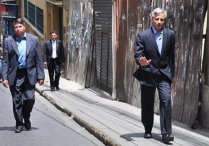 Garcia-Linera-obligado-a-caminar-por-el-paro-civico-paceno