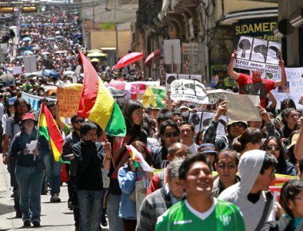 Multitudinaria-marcha-de-la-COB-en-La-Paz