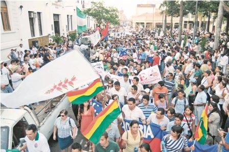 Multitudinarias-protestas-condenan-a-Evo