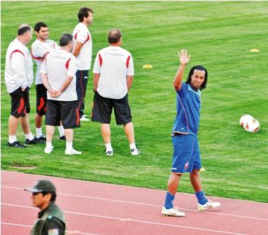 Ronaldinho-genera--gran-caos-en-Sucre-