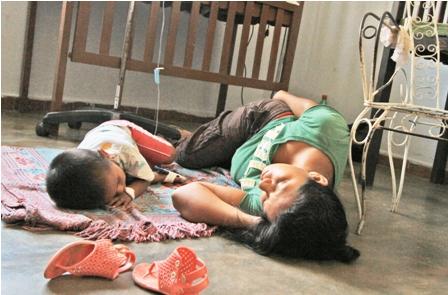 Pacientes-victimas-del-dengue,-en-el-piso--------