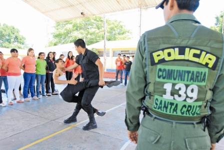 Policia-Comunitaria-adiestra-a-un-ejercito-silencioso-juvenil