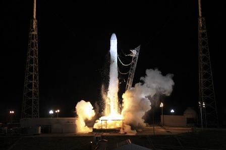 Capsula-Dragon-en-vuelo-a-la-Estacion-Espacial-Internacional-