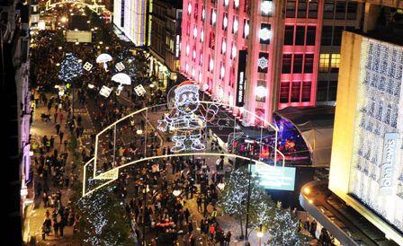 Un-feliz-Robbie-Williams-enciende-las-luces-navidenas-de-Londres