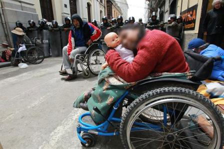 Discapacitados:-La-Policia-nos-detiene-al-estilo-de-los--nazis-