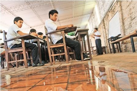 Pasan-clases-en-aulas-sin-refaccionar