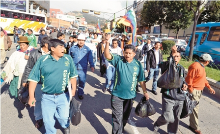 Marchas-en-el-interior-e-incidentes-en-Santa-Cruz-