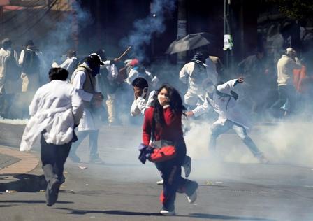 Nuevo-enfrentamiento-entre-Policia-y-estudiantes-deja-varios-heridos