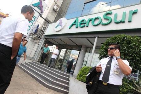 Trabajadores-esperan-que-AeroSur-vuele-el-28