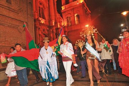 Residentes-en-Santa-Cruz-rinden-homenaje-a-La-Paz