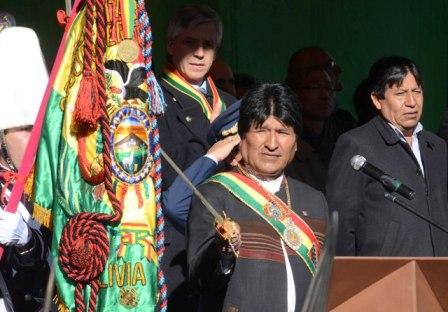 Evo-califico-a-la-bandera-tricolor-como-la-maxima-expresion-del-civismo-boliviano