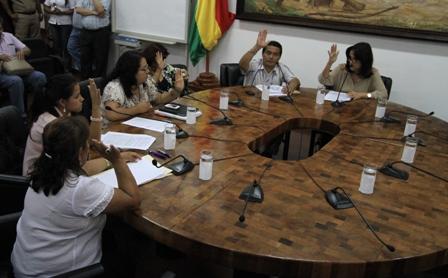Desiree-Bravo-es-reelecta-por-suplentes-en-la-presidencia-del-Concejo-municipal-