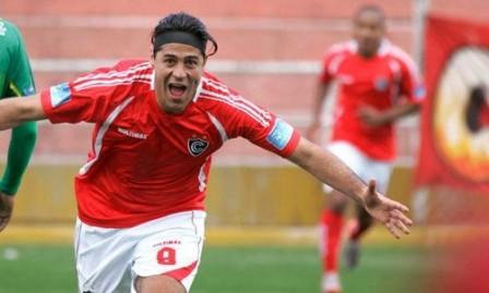 El-maximo-goleador-del-futbol-peruano-pide-jugar-contra-Bolivia