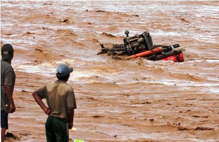 Piden-evacuar-a-dragueros-por-crecida-extraordinaria-del-rio-Pirai-