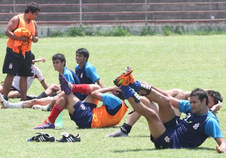 Real-Santa-Cruz,-Guabira-y-Sport-Boys-sin-receso