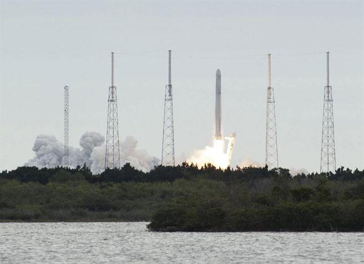 Capsula-Dragon-sufre--algunos-problemas--al-separarse-del-cohete-Falcon-9