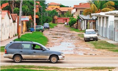 Vecinos-reclaman-por-las-calles-que-no-se-asfaltan