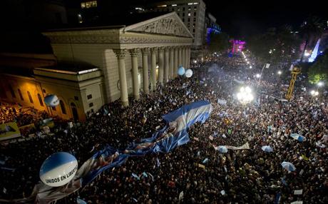 -Multitudinarias-protestas-contra-el-gobierno-argentino