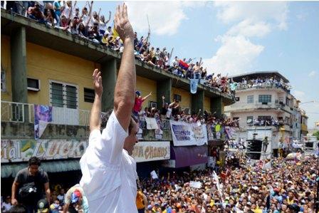 Maduro-supera-a-Capriles-en-sondeos