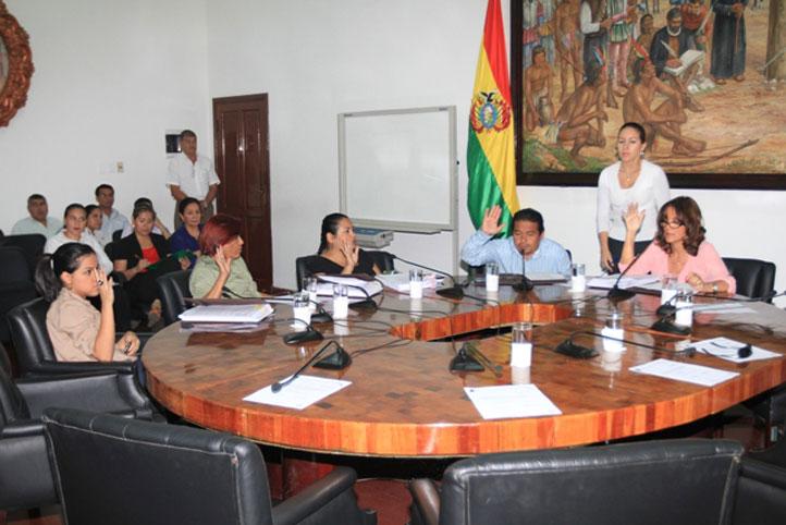 Ratifican-a-Desiree-Bravo-como-presidente-del-Concejo
