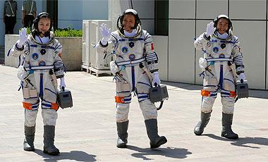 China-realiza-su-quinta-mision-tripulada-y-lanza-a-tres-astronautas-al-espacio