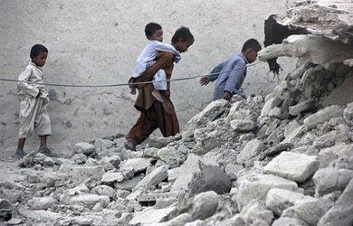 A-328-muertos-sube-cifra-de-victimas-por-terremoto-en-Pakistan