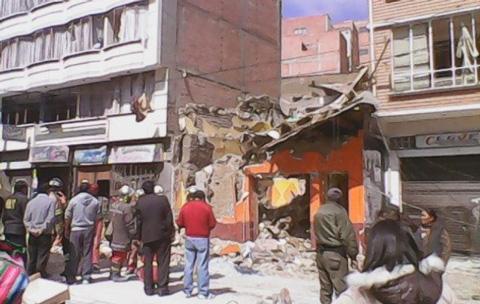 Explosion-de-garrafas-destruye-una-vivienda-en-La-Paz-y-deja-4-heridos