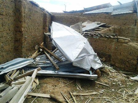 Fuertes-vientos-derriban-muros-y-techos-en-El-Alto