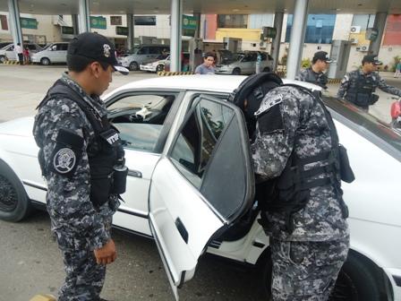 Taxista-y-dos-complices-asaltan-a-sus-pasajeras-