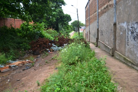 La-basura-y-escombros-le-cierran-el-paso-al-vecino
