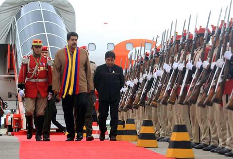 Maduro-y-Correa-ya-estan-en-Santa-Cruz-para-asistir-a-la-Cumbre-del-G77