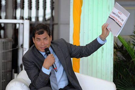 La-SIP-censura-a-Correa-por-cierre-de-diario-critico