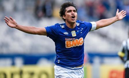 Martins-anota-dos-goles-en-victoria-del-Cruzeiro-