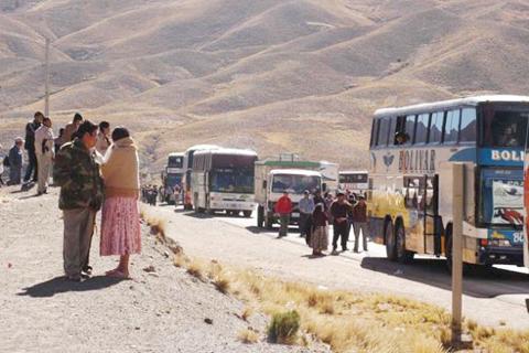 Accidente-de-bus-turistico-en-ruta-La-Paz---Oruro-deja-nueve-muertos-