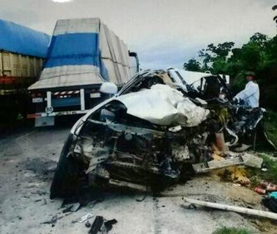 Familia-muere-en-accidente-de-transito-y-nino-sobrevive