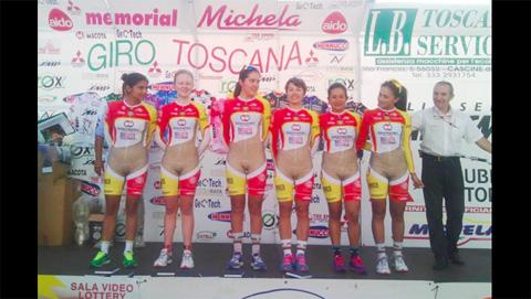 Polemico-uniforme-de-ciclistas-colombianas-desata-criticas-