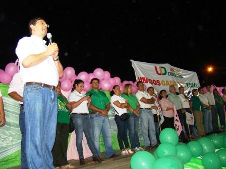 Candidatos-de-UD-llegan-a-pailon-en-busca-de-votos