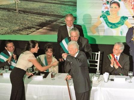 Homenajes-marcan-acto-de-festejo-a-Santa-Cruz