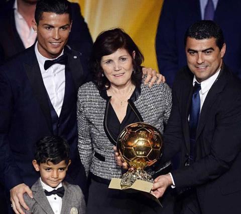 El-hijo-de-Cristiano-Ronaldo-es-fanatico-de-Messi,-lo-saludo-en-el-Balon-de-Oro--
