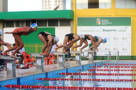 En-Sucre-comienza-la-natacion