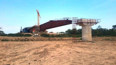 Emplazan-columnas-del-Puente-Banegas