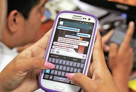 Prohiben-las-campanas-por-Facebook,-Twitter-y-Whatsapp