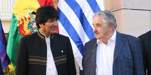 Evo-Morales-llega-a-Uruguay-para-reunirse-con-Mujica