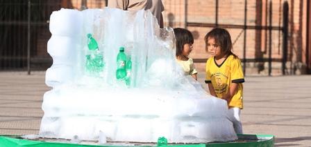 Escultura-de-hielo-lanzaba-gaseosas
